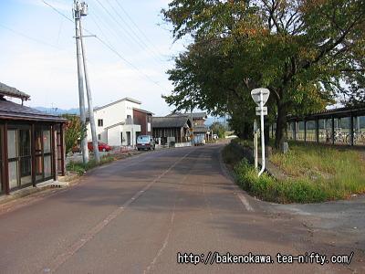 越後大島駅前の国道290号線