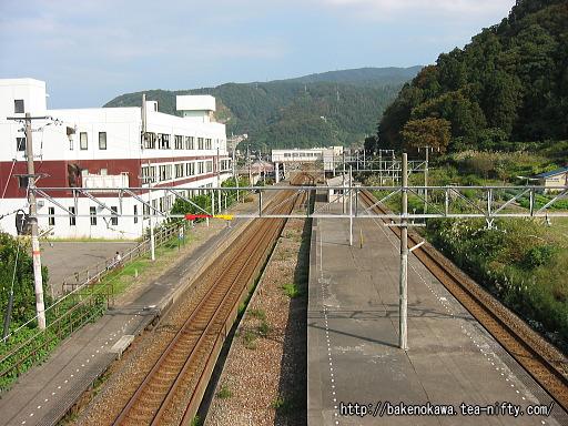 陸橋上から見た梶屋敷駅構内