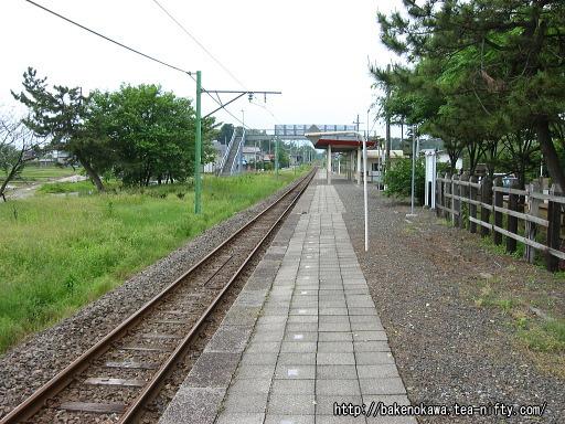 刈羽駅のホームその3