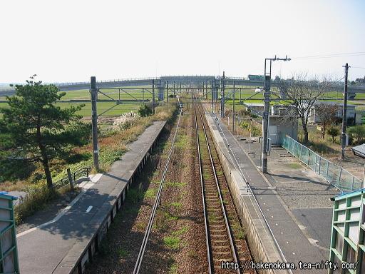 跨線橋上から新津方を望む