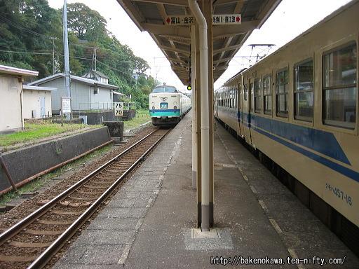 親不知駅を通過する485系電車特急「北越」その1
