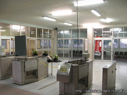 青海駅橋上駅舎内部その2