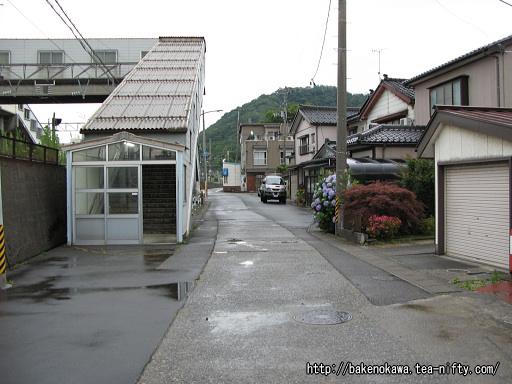 青海駅南口