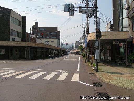 旧駅舎時代の糸魚川駅前通り