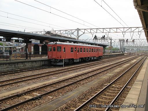 糸魚川駅で待機中のキハ52 156その1