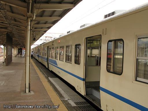 糸魚川駅に到着した413系電車