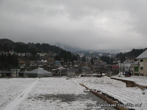 駅前から見た入広瀬村