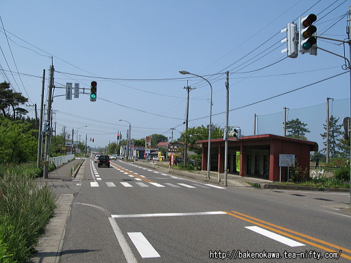 上下浜駅付近の国道8号線