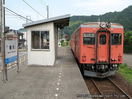 姫川駅に停車中のキハ52形