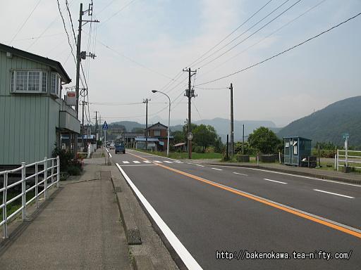 国道148号線の「大野駅入口」バス停