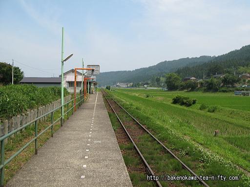 頸城大野駅のホームその1