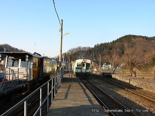 根知駅を出発するキハ52形気動車その2