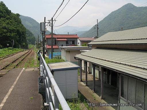 根知駅の1番ホームその1