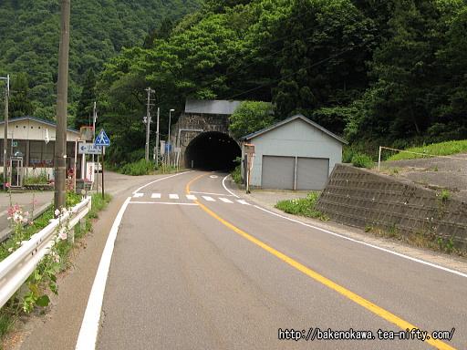 小滝駅至近の国道148号線その1