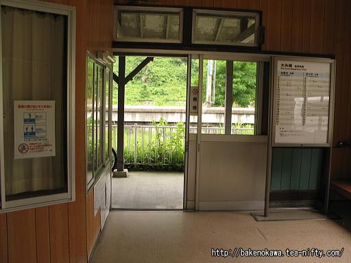 小滝駅駅舎内部その1