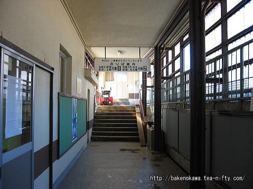 駅舎からホームへの通路その1
