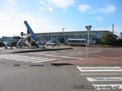加茂駅の駅舎東口