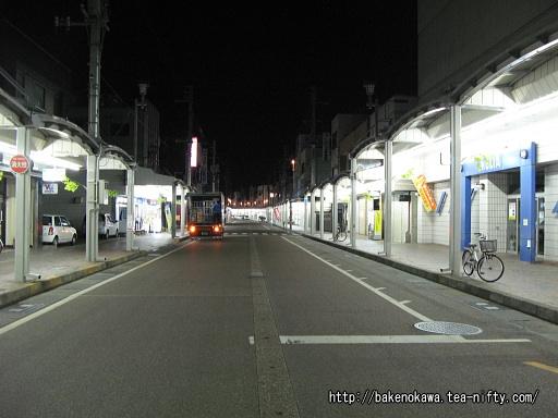 加茂駅前の商店街