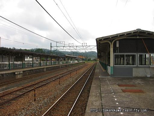 加茂駅の2番ホームその4