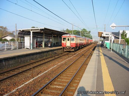 越後石山駅を通過する「磐西・只見ぐるり一周号」その二
