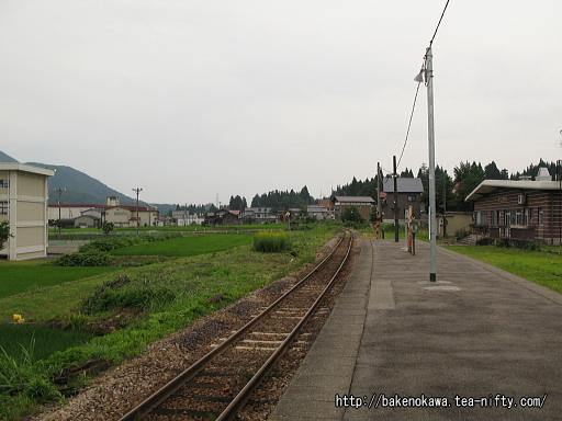 越後須原駅の旧島式ホームその2
