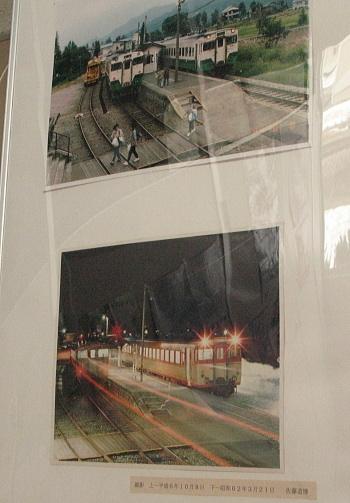 待合室に掲げられた昔の駅の写真