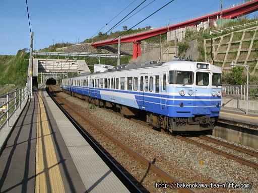 青海川駅に停車中の115系電車その2