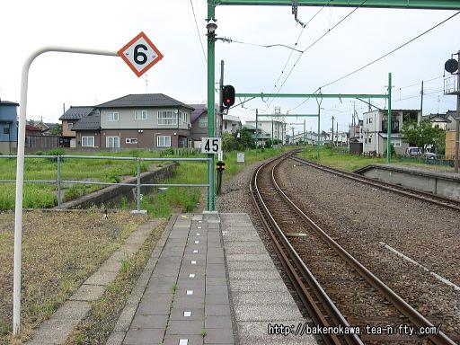 東柏崎駅のホームその4