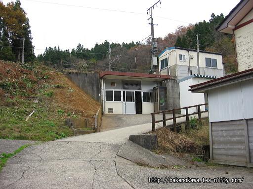 長鳥駅駅舎