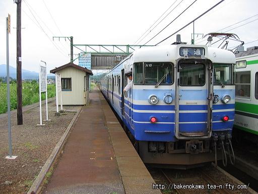 北条駅に停車中の115系電車その1