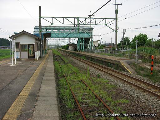安田駅の旧島式ホームその1