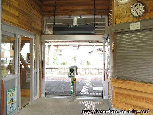 羽生田駅の駅舎内部その1