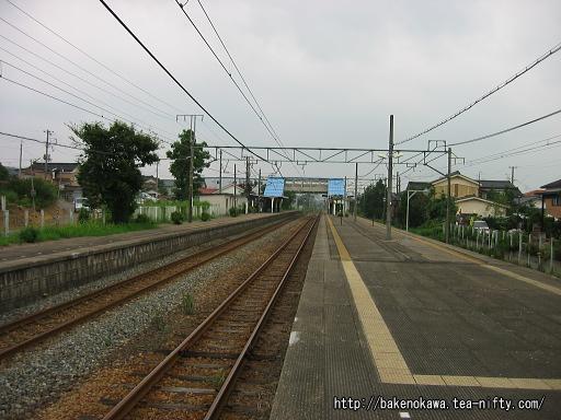 羽生田駅の島式ホームその1