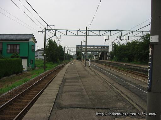羽生田駅の島式ホームその2