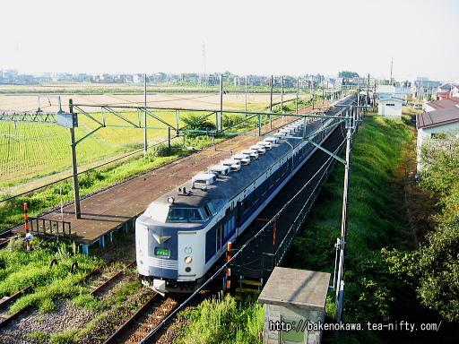 押切駅を通過する583系電車急行「きたぐに」
