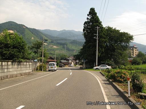 咲花駅付近の県道その1