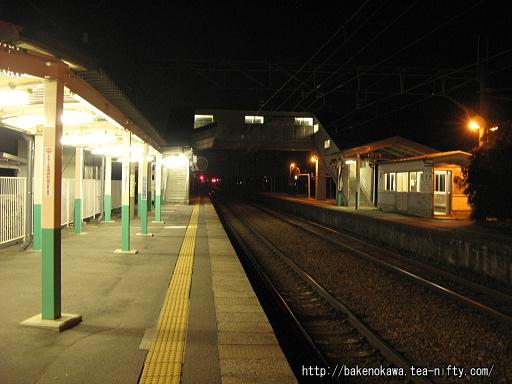 夜の佐々木駅構内
