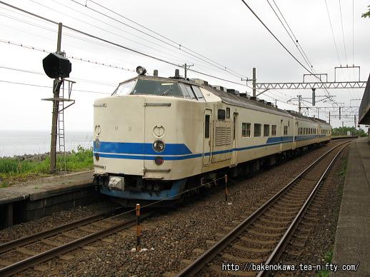 有間川駅に停車中のクハ419