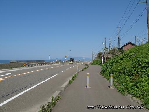 有間川駅至近の国道8号線その1