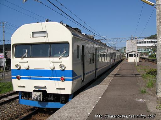 谷浜駅に停車中の419系電車その1