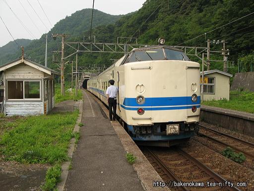 浦本駅に停車中の419系電車その2