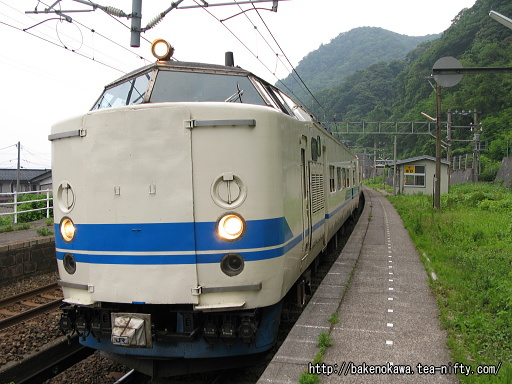 浦本駅に到着した419系電車