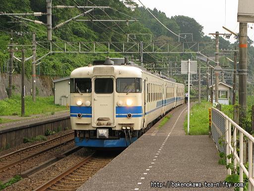 浦本駅を出発する475系電車その2