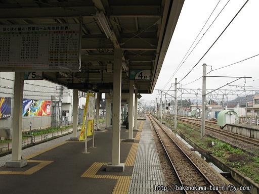 六日町駅のほくほく線ホーム