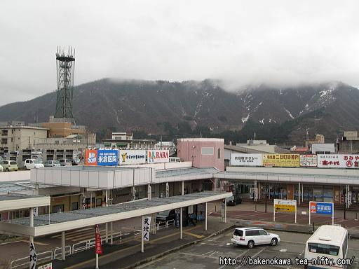 六日町駅前のバス乗り場