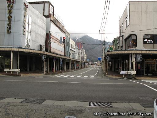 六日町駅近くの国道17号線その2