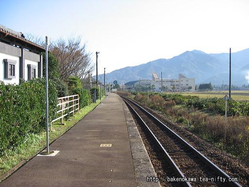 猿和田駅のホームその3