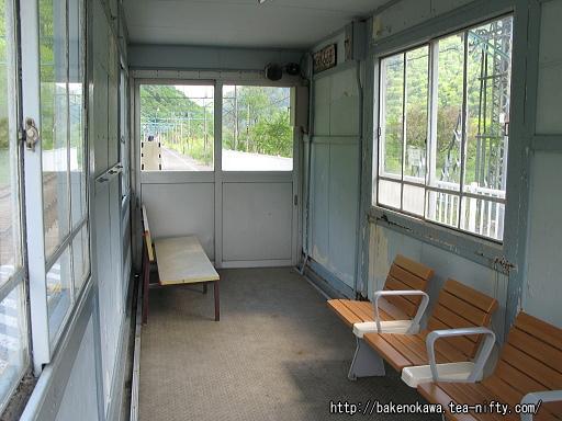 上りホームの待合室その2