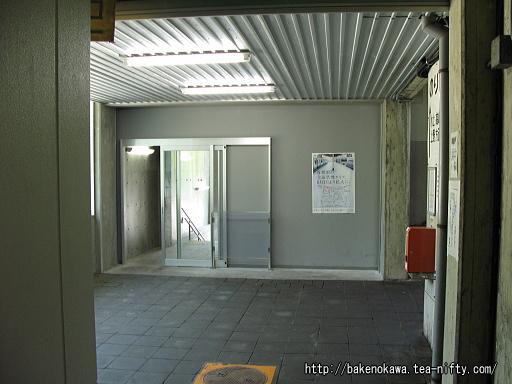 湯檜曽駅の出入り口その2
