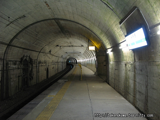 新清水トンネル内の湯檜曽駅下りホームその1